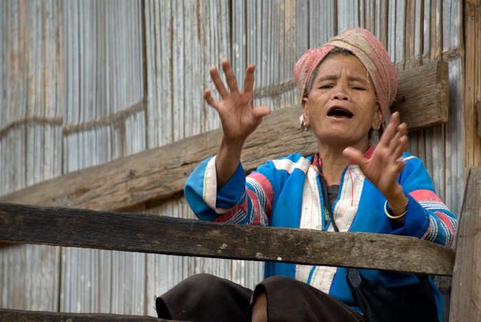 Tips For Travel Photography etiquette in Thailand Old Lahu Woman