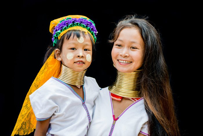 Tips For Travel Photography etiquette in Thailand Kayan Mother and Daughter